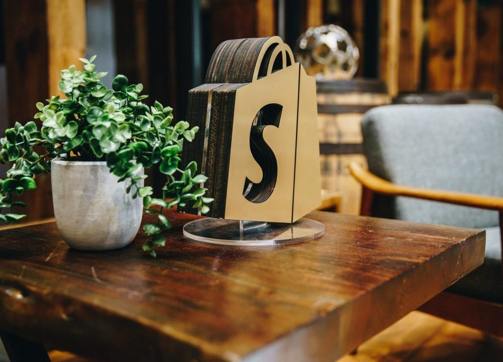 Why We Like Shopify, And You Should Too image